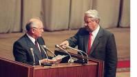 Ельцын указывает на Горбачева